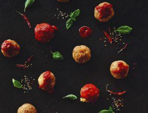 Ahorn-Putenbällchen mit Käsefüllung