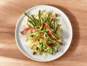 Spargel-Schinken-Salat mit Ahornvinaigrette