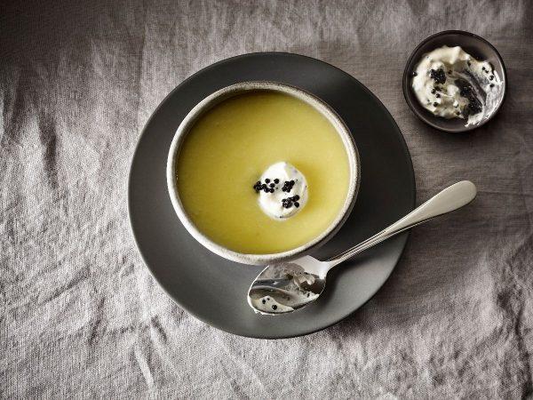 rezept-weisse-beete-suppe-mit-kaviarcreme