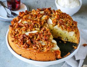 Apfelkuchen mit Walnüssen und Ahornsirup