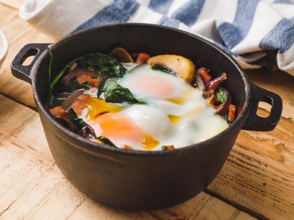 Gebackene-Eier-auf-Spinat-mit-Ahornsirup