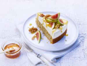 Joghurt-Ahornsirup Nusskuchen mit Feigen und Walnüssen