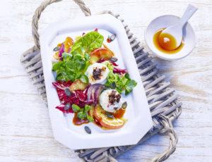 Lauwarmer Salat mit gratiniertem Ziegenfrischkäse
