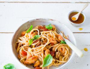 Meeresfrüchte-Linguine in Tomaten-Orangensoße