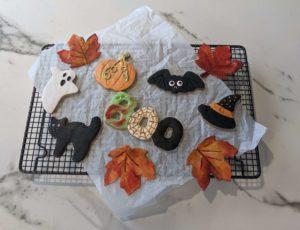 Halloween-Kekse mit Ahornsirup und Zimt