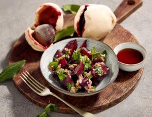 Rote-Bete-Salat aus dem Salzteig mit Ahorndressing