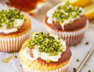 Vegane Ahorn-Zitronenmuffins mit Pistazien