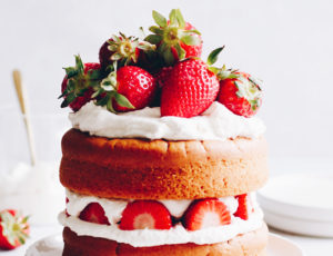 Erdbeer-Naked-Cake mit Ahornsirup