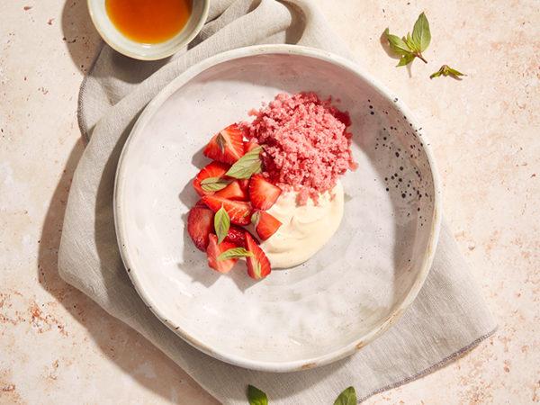 Ahorn-Rhabarber Granité mit Erdbeeren